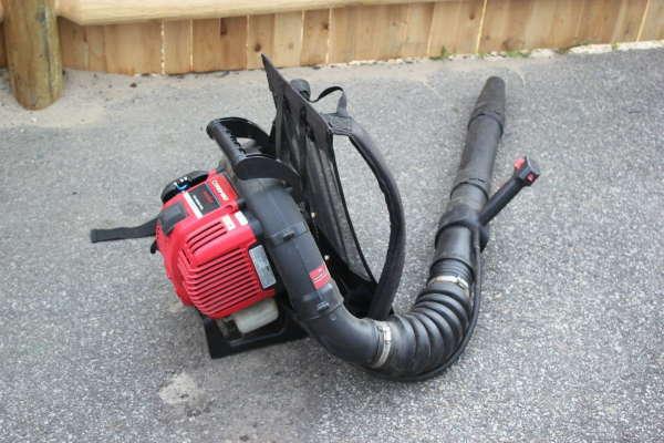 Troy-Bilt TB4BP EC 32cc Backpack Leaf Blower